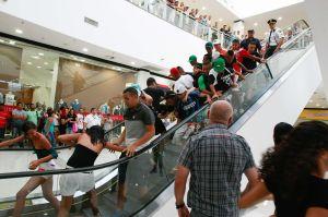 Winkelend publiek schrikt van 'rolezinho'